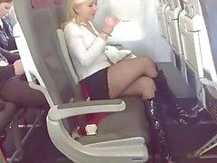 Blonde MILF Boards Самолет в черных чулках и сапогах