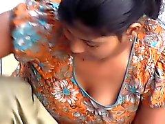 Índico mucama Nieto se desnuda mientras lava