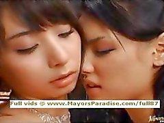 Maria ja Yuka Osawa viattomia Aasian tyttöjen köniinsä ja sormitus
