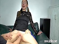 Double Fisting und fucking ruiniert Teen Pussy