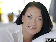 Belleza adolescente desmayé intenta controlar relaciones sexuales anales interraciales