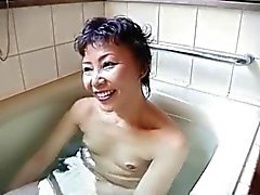 genial granny de Asia