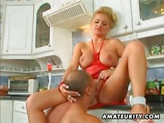 Busty amatör Milf anal ile mutfağında fasyal