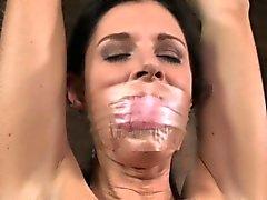 Amarrado Mulheres maduras punidos com a de objetos
