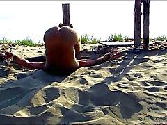 Tied ut at the beach