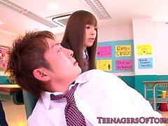 studentessa giapponese dà amico trombone arrugginito