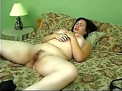 Jeune fille douce avec symphyse poilu et de seins de géant !