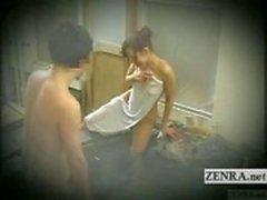 Ondertiteld Japanse verlegen exhibitionist baden uitdaging
