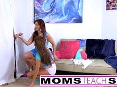 Mamãe e filha foder monstro galo