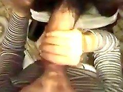 Arabisches Frau saugt riesigen marokkanische Schwanz