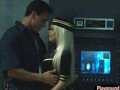 Jesse Jane sowie Riley Steele verdammt den Hausmeister