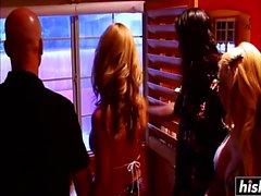 Sara Rose y Angelina Valentine se estrellan
