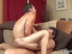 Verführerische Homosexuell Ari Sylvio gibt Blowjob und bekommt Arsch genagelt von Phenix St.