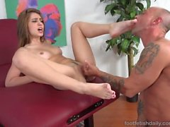 Joseline Kelly Has Her Feet and Pussy Licked and Gets a Cumshot