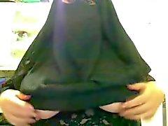 Saloe arabe aux gros seins