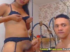 Horny Shemale Babe gefickt ihren Freund