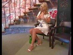 Alison Angel se masturbando em público