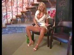 Элисон Angel мастурбация в обществе