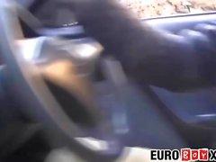 Euro Twinks machen einen Roadtrip und Arschfick wild im Auto