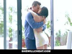 SheWillCheat - Busty vaimo aurattu Trainer