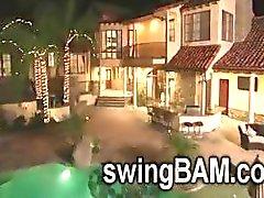 Vários casais swinger tentar viver todos juntos na mesma casa para reality show