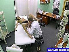 Fake doktoru denetlemek babes pussy