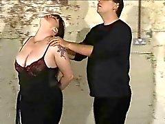esclavos plumper tortura con la ortigas