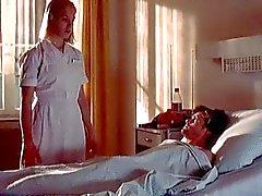 Enfermeira Franka Potente dá punheta relutante paciente