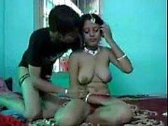 Mücevher büyük göğüsler büyük meme emmek ile Hint yeni güzel eşi & becerdin