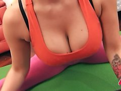 Cameltoe Teen Big Ass Big Tits in Tight Yoga Pants