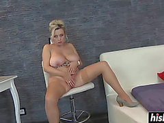 Irresistible beauty has enjoyment with a sex-toy