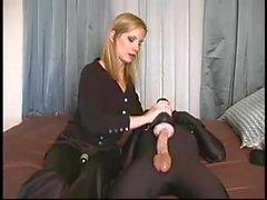 Femdom bondage - ung slav missbrukad av blond älskarinna