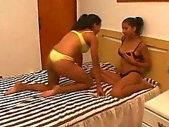 Mjölka passion - Brasilianska lesbians lactating