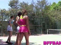 Kiimainen ja lapsenmielisille rakastaa asiaa kikkailunsa kanssa Tennisopettaja