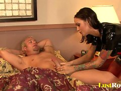 Paciente obtém prazer com Angelina Valentine enfermeira impertinente
