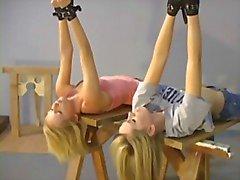 Kaksi blondia herätä varastoon bdsm roolipeliä