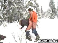 Vite prigioniera scopata a pelo difficile nella neve