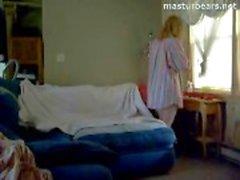 Kanadan Sairaanhoitaja Abigail masturboi katsellen pornoa