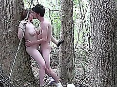 Çift ormanda açık havada lanet