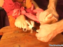 Cute feet addict Shelby Moon playing