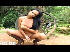 Latina Carla Renata is an alluring sexy tranny