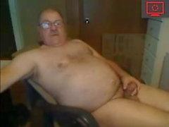 abuelo masturbándose