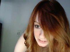 bellezza Redhead usa le mani a masturbarsi