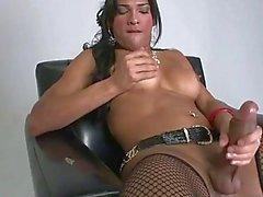 Transe Jo Garcia führt ihre großen Schwanz