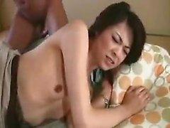 Insaciable dama japonesa invita a dos tacos para una emocionante