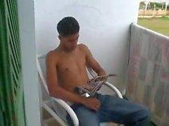 Arabische Teen spritzt sich seine Last