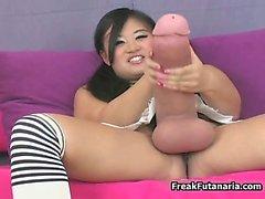 Nasty chicas asiático frota el gigantesca la polla parte6