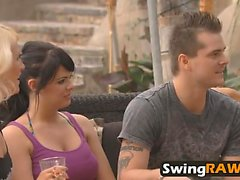 Linda pareja Jessica y Mike visitando swinger house