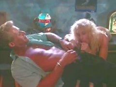 Rubia de el brandy Alejandro pone a en el bar soplos e folla su pene