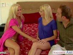 Heiße Küken Diana Doll und Shawna Lenee teilen einen großen Schwanz